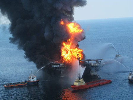 burning-oil-rig-explosion-fire-photo11