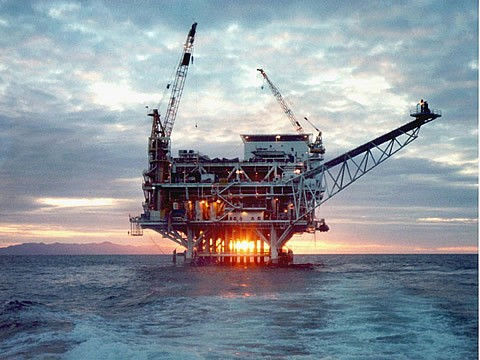 offshore-drilling-rig-at-sunset
