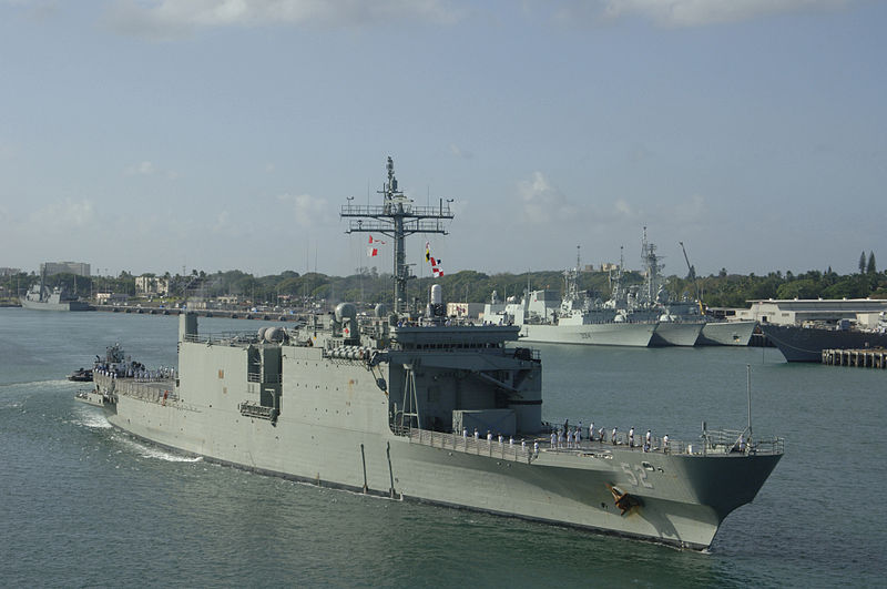 800px-HMAS_Manoora_2006