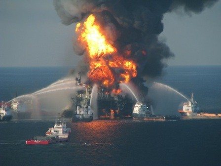 US_Coast_Guard_-_Deepwater_Horizon_fire