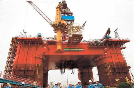 "The deepwater platform, ""HYSY 981"", is a sixth generation semisubmersible and is the first such rig built by China National Offshore Oil Corp. (CNOOC). Photo: Shanghai Daily"