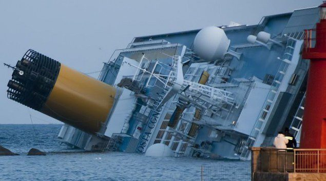 Collision_of_Costa_Concordia_5_crop