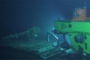 The Pisces V manned  submersible at the deck of the I-400 submarine (Courtesy NOAA HURL archives).